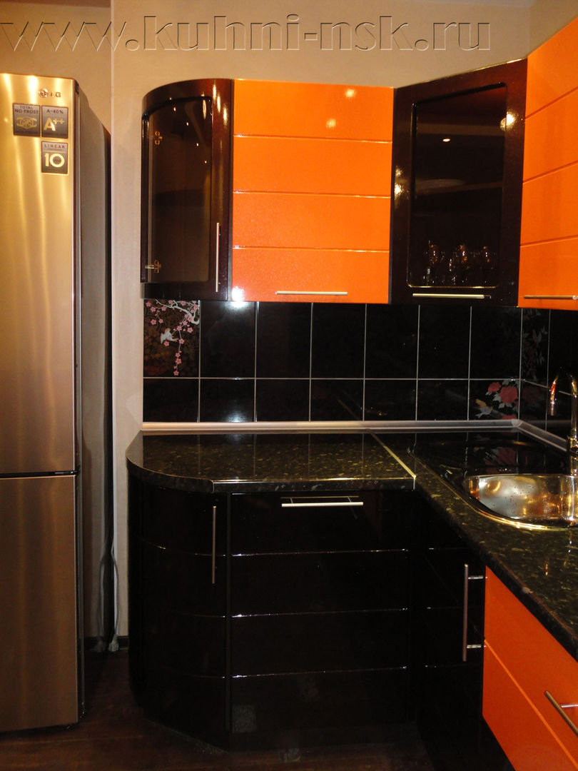 Кухня на заказ с гнутыми фасадами из пластика