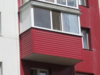 """Отделка п-образного балкона сайдингом от компании """"окна комп."""
