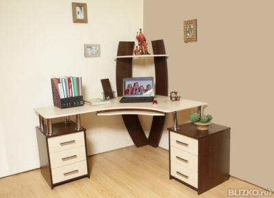 Письменный угловой стол.